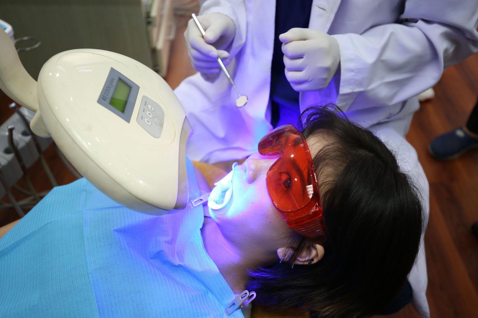 Trắng Sáng Tự Nhiên, An Toàn, Hiệu Quả Dài Lâu Với Công Nghệ Tẩy Trắng Răng Laser
