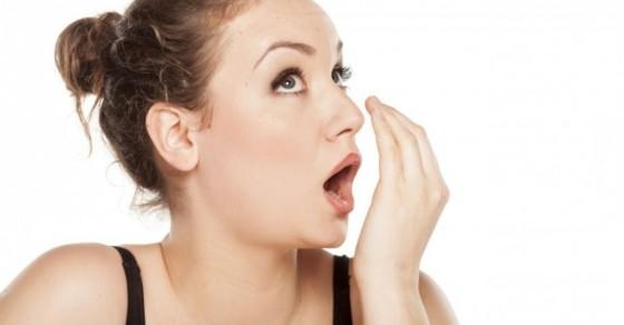Tại Sao Bọc Răng Sứ Bị Hôi Miệng? – Cách Xử Lí Sao Cho Hiệu Quả