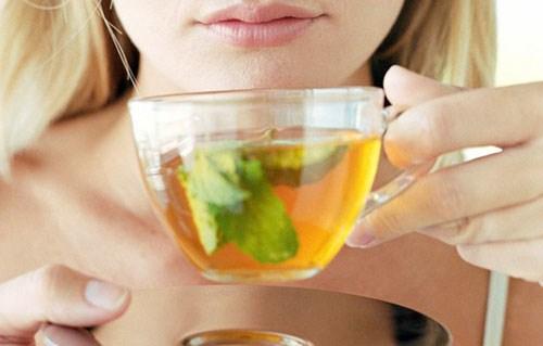 Cách làm trắng răng với lá trà xanh đạt hiệu quả nhanh nhất